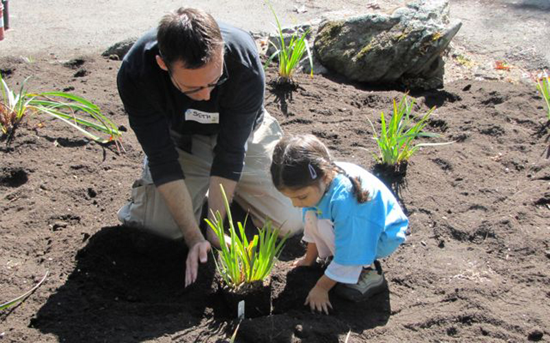"""Hands on Bay Area's """"Be the Change Day."""""""